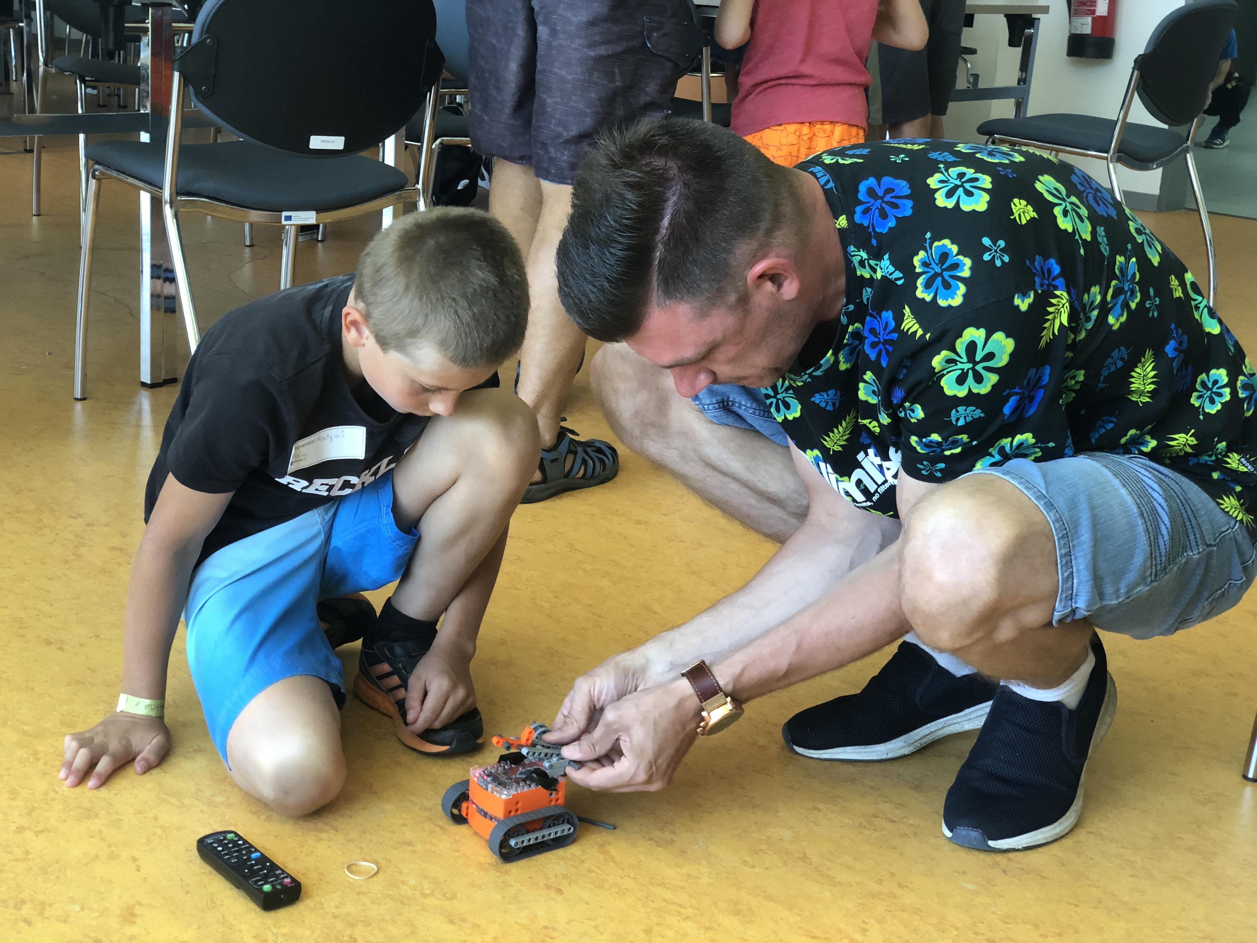 Mimoškolní aktivity pro děti popularizují techniku v kraji